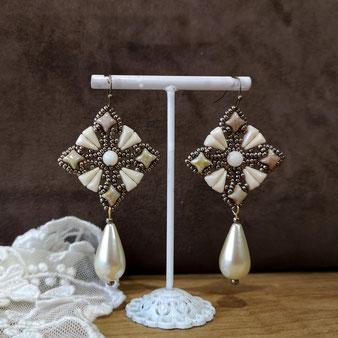 Dentelle de perles pour mariage baroque