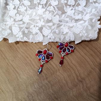 Boucles d'oreille baroques rouges et argent