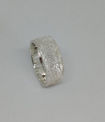 SILBERRING 8mm  75 Euro