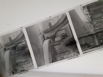 De negatieven op 6x6cm in zwart/wit.