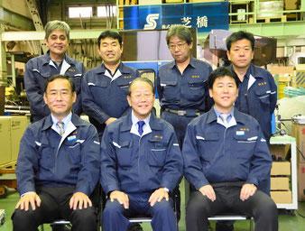 中央:渡辺鉦弘会長 右:渡辺 大社長