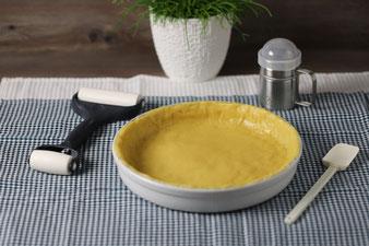 Runde Ofenhexe, Teigroller, Mix´n Scraper und Edelstahl Streufix mit Käsekuchen aus dem Pampered Chef Onlineshop kaufen