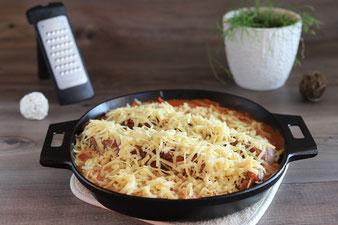 Käse mit der groben Microplane Reibe von Pampered Chef eiben