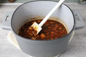 Suppengemüse in Würfeln andünsten