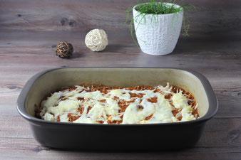 Lasagneplatten in die Ofenhexe legen