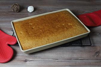 Lebkuchenschnitten, Gewürzschnitten, Blechlebkuchen auf dem großen Ofenzauberer James von Pampered Chef mit Kuchengitter und Silikonhandschuhen im Pampered Chef Onlineshop bestellen