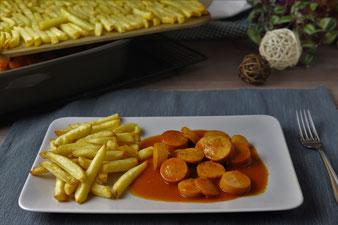 Currywurst mit Pommes im Grundset von Pampered Chef backen