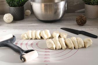 Gefüllte Pizzabrötchen auf der White Lady oder dem Ofenzauberer mit Microplane Reibe und Kuchengitter im Pampered Chef Onlineshop