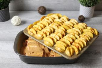 Hackfleischröllchen Texasröllchen mit Westernkartoffeln Kartoffelwedges in Ofenhexe und Zauberstein, Grundset von Pampered Chef