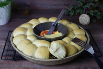 Brötchenblume mit Ofen Camembert aus dem Snack & Dip Set von Pampered Chef