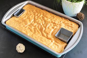 Creme mit der Garnierspritze easy auf den Zahlenkuchen aufspritzen
