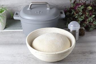Brot aus dem emaillierten gusseisernen Topf von Pampered Chef