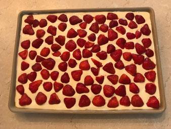 Erdbeer Schmand Blechkuchen auf dem Ofenzauberer von Pampered Chef Onlineshop bestellen