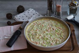Lachskuchen mit Lauch, Lachstarte aus der runden Ofenhexe mit Teigroller und Kuchengitter aus dem Pampered Chef Onlineshop bestellen