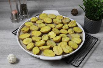 Überbackene Ofenkartoffeln auf der White Lady oder Ofenzauberer James aus dem Pampered Chef Onlineshop mit Kuchengitter, Salz & Pfeffermühlenset