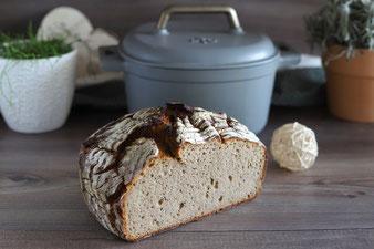Rustikales Brot im emaillierten gusseisernen Topf von Pampered Chef