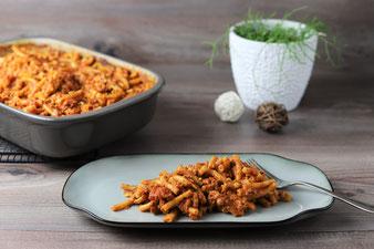 Nudelauflauf ungekochte Nudeln Bolognese in der Ofenhexe von Pampered Chef