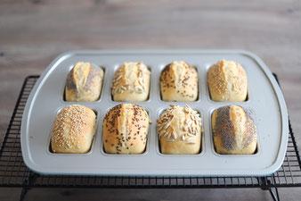 Übernachtgare in Übernacht-Brötchen als Frühstücksbrötchen in der Mini-Kuchen oder Brownieform  mit Teigunterlage und Keep & Carry im Pampered Chef Onlineshop kaufen