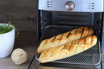 Kräuter oder Knoblauch Baguette im Deluxe Airfryer von Pampered Chef aus dem Pampered Chef Onlineshop