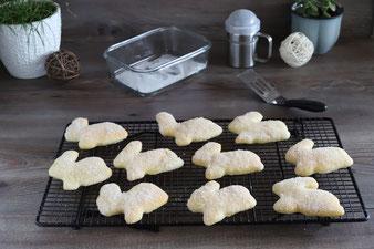 Osterhäschen auf dem Kuchengitter von Pampered Chef zum Abkühlen