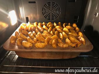 Zwiebel Sahne Schnitzel mit Kartoffel Wedges aus der Ofenhexe und dem Grundset von Pampered Chef aus dem Onlineshop