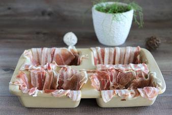 Bacon in der Mini-Kastenform auslegen