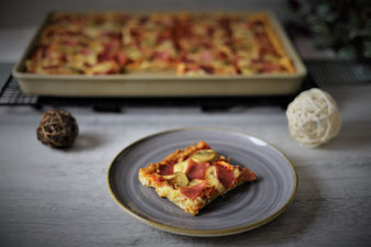 Pizza mit Quark-Öl-Teig im Ofenzauberer James von Pampered Chef