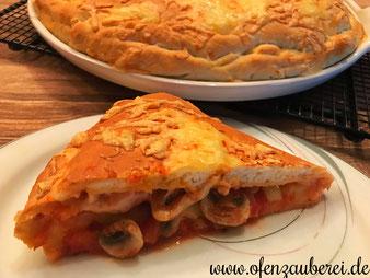 Pizza Calzone auf dem großen runden Stein White Lady, Zauberstein oder Grillstein, Ofenzauberer aus dem Pampered Chef Onlineshop