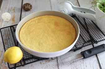 Zitrone mit der Microplane Zester reiben und mit der Zitruspresse auspressen