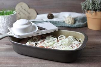 Zwiebeln mit dem kleinen Küchenhobel von Pampered Chef in Ringe hobeln