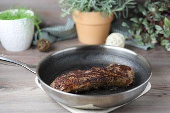 Rinderfilet im gusseisernen emaillierten Baker von Pampered Chef anbraten