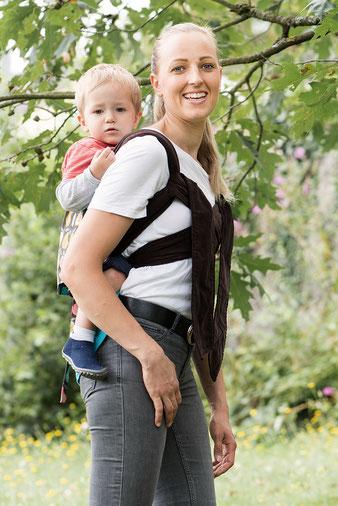 Kleinkind tragen im Huckepack Podaegi, Tragen in der Schwangerschaft, Bauchfreie Tragehilfen.