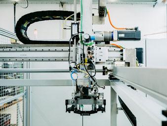 Automatisierungstechnik Verpackungstechnik Sondermaschinenbau Stuttgart Kurt Betz GmbH Abisoliermaschine Jobsuche Schirmgeflecht Kabel abisolieren Maschine Crimp to crimp