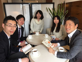 投資クラブをカフェで行っています。