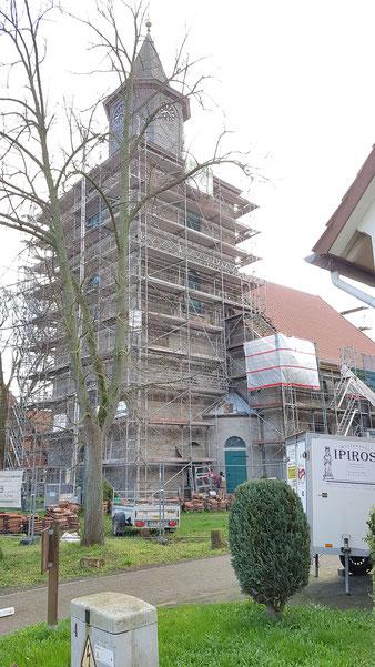 Fugbetrieb Richters hat die Sanierung der Martinskirche in Hoya mit Kalkmörtel Tubag Trassfugenmörtel ausgeführt