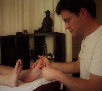 Heilpraktiker TCM Akupunkßtur Fußreflexzonen-Massage Fußreflex-Massage Fuß-Massage Fußreflex-Massage mit Fußbad und Aromaöl Fußbad mit Aromaöl Fußbad Fuß-Wohlfühl-Massage Fuß-Entspannungs-Massage