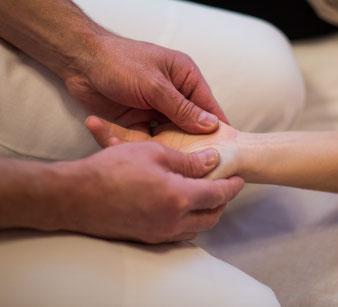 Heilpraktiker Akupunktur Shiatsu-Behandlung, Shiatsu-Massage, Shiatsu, japanische Massage, Meridian-Massage, Akupunkt-Massage, Akupressur-Massage chinesische Medizin