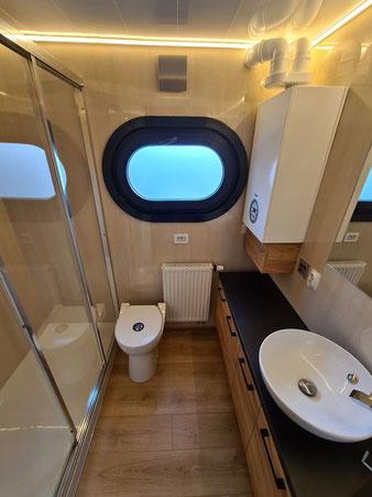 Hausboote mieten 6 Personen Brandenburg. Bad mit Dusche