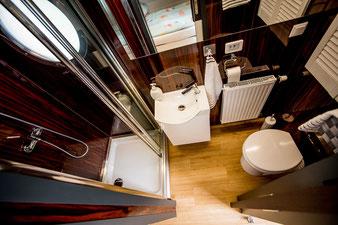 Hausboote mieten 5 Personen Brandenburg. Bad mit Dusche