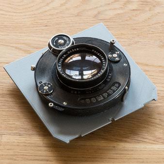 Heliar 4.5/5 cm mit COMPUR II Hülse 4/II auf 3D-gedruckter Objektivplatte. Foto: bonnescape.de