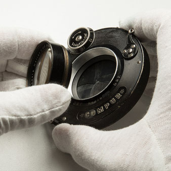 Großformatkamera: Demontage der Frontlinsen beim Heliar 4.5 / 15 cm. Foto: bonnescape.de