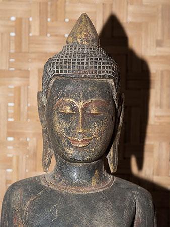 Nahaufnahme Buddha, Direktblitz mit Nikon SB-800, Foto: bonnescape