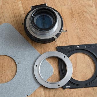 Großformatfotografie: Montage auf der Objektivplatte, Nachkriegs-Heliar 4.5 / 21 cm im Compound-Verschluss. Foto: bonnescape