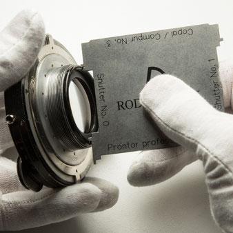Großformatkamera: Demontage der Hinterlinsen beim Heliar 4.5 / 15 cm. Foto: bonnescape.de