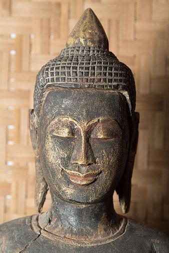 Nahaufnahme Buddhakopf mit ROGUE Reflektor, Foto: bonnescape
