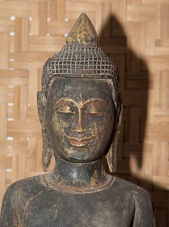 Nahaufnahme Buddha, Nikon SB-800 mit Joghurtbecher, Foto: bonnescape