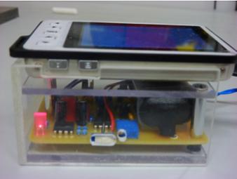 Gehäuse des EKG Geräts aus Plexiglas