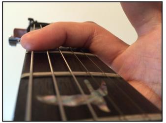 弦を押さえる部分