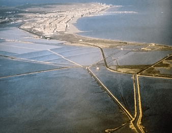 La Ciudad y salinas de Santa Pola (Alicante) desde el aire