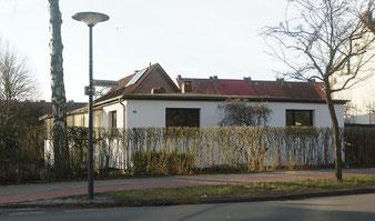 Das Wohnhaus Rotdornallee 30 im Februar 2015, Ansicht von Osten